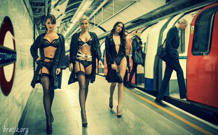 В Лондонском метро показали белье (5 фото)